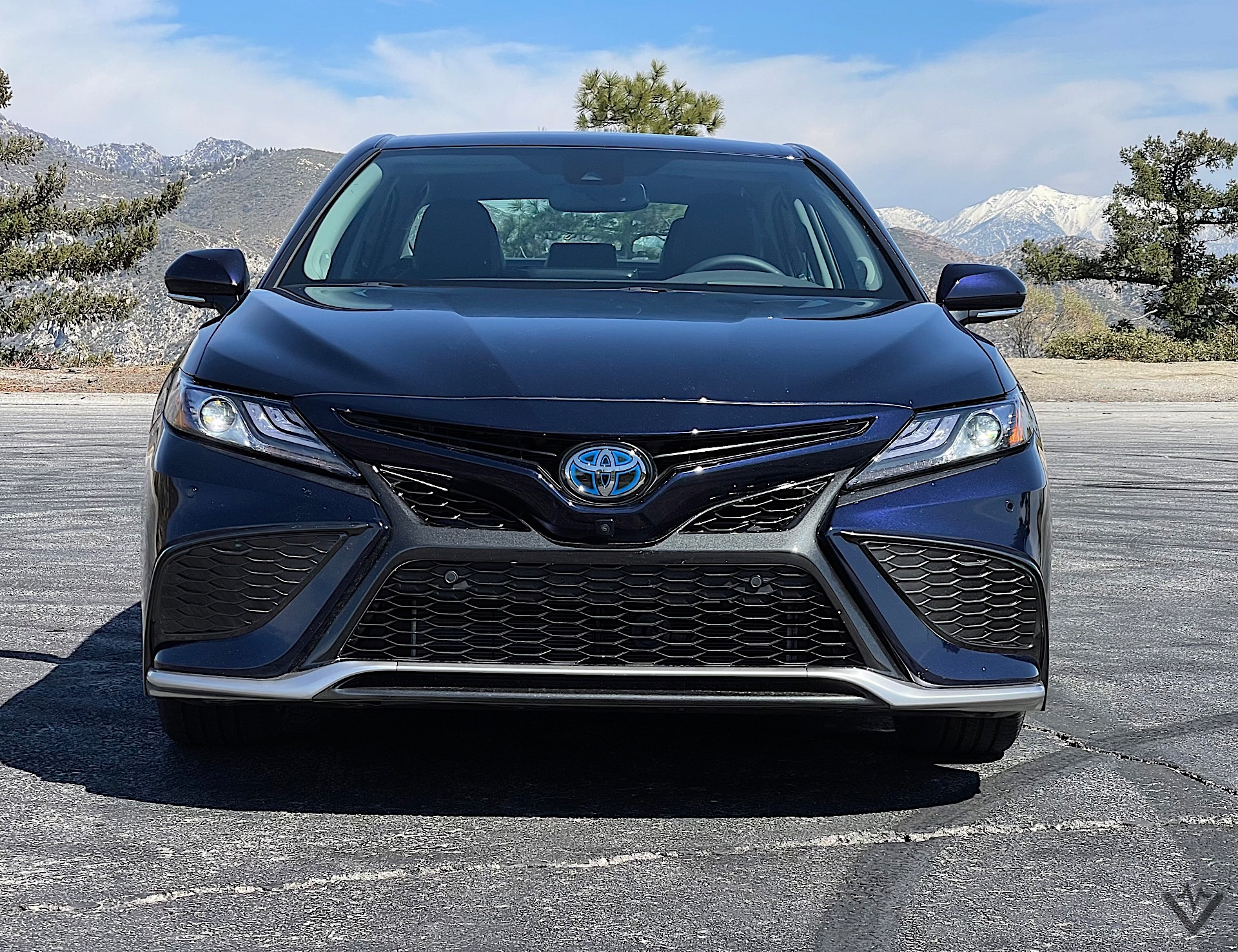 2021 Toyota Camry Hybrid front 02 1