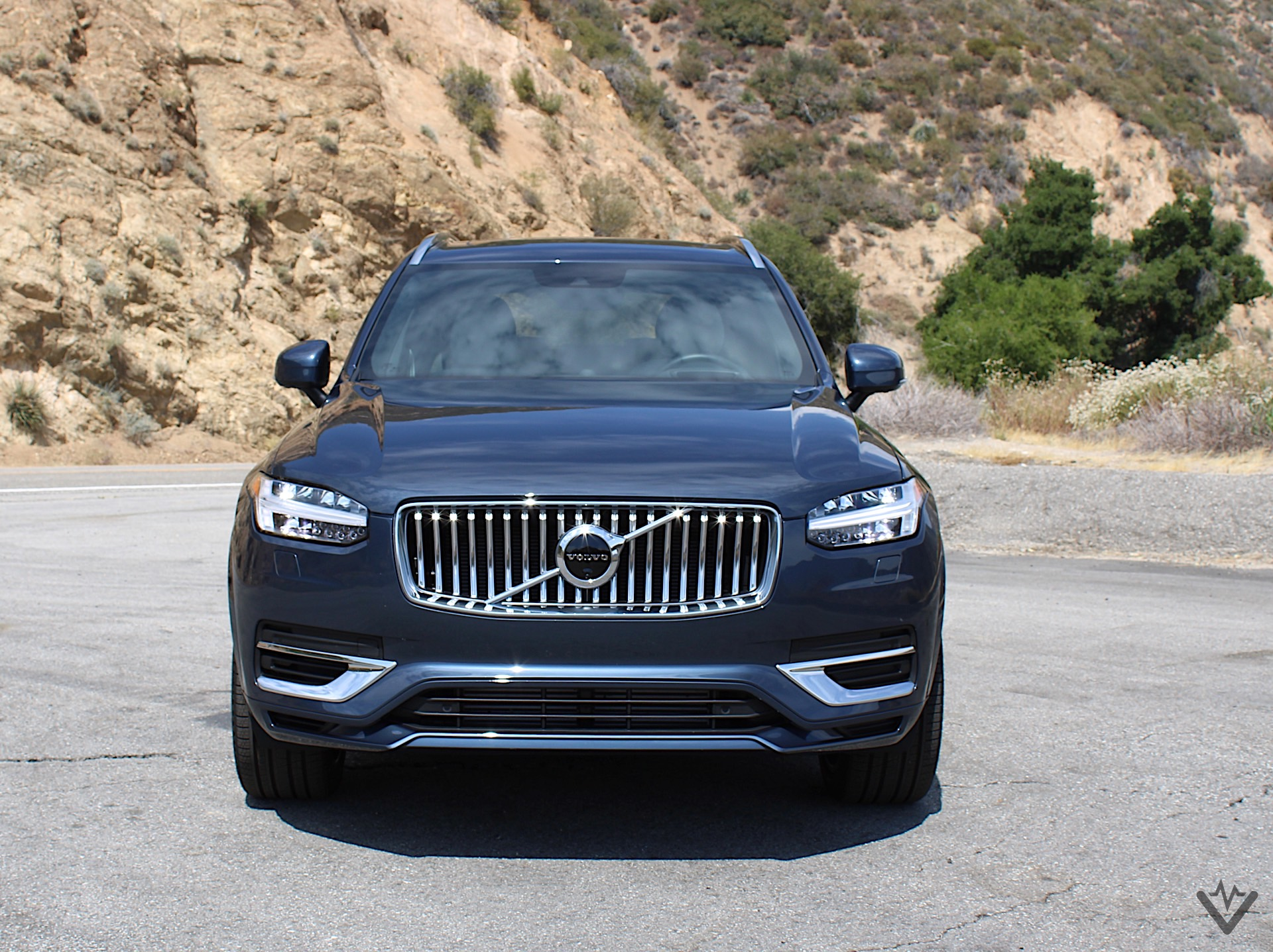 2021 Volvo XC90 T8 Recharge front 02 1