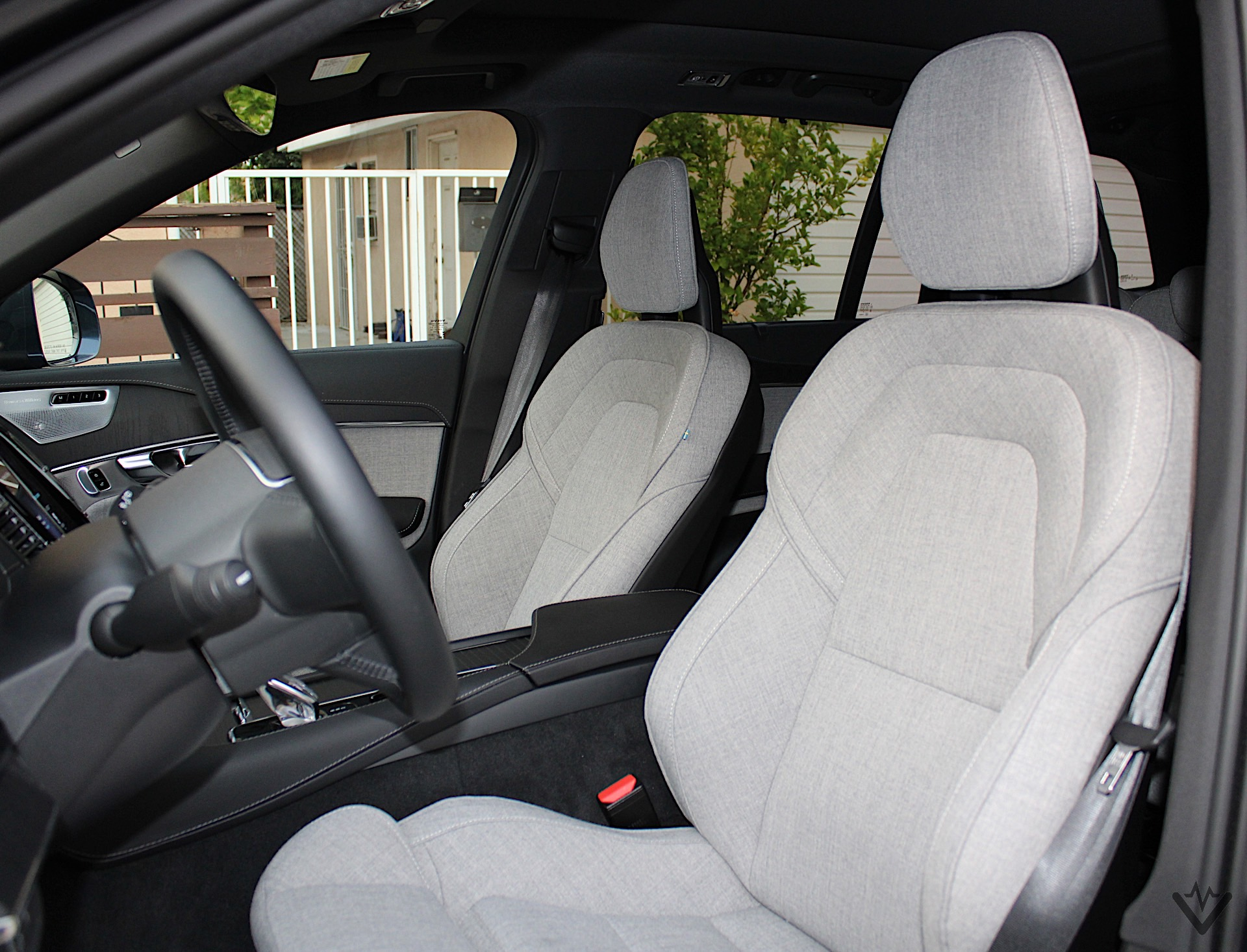 2021 Volvo XC90 T8 Recharge front seats 01 1