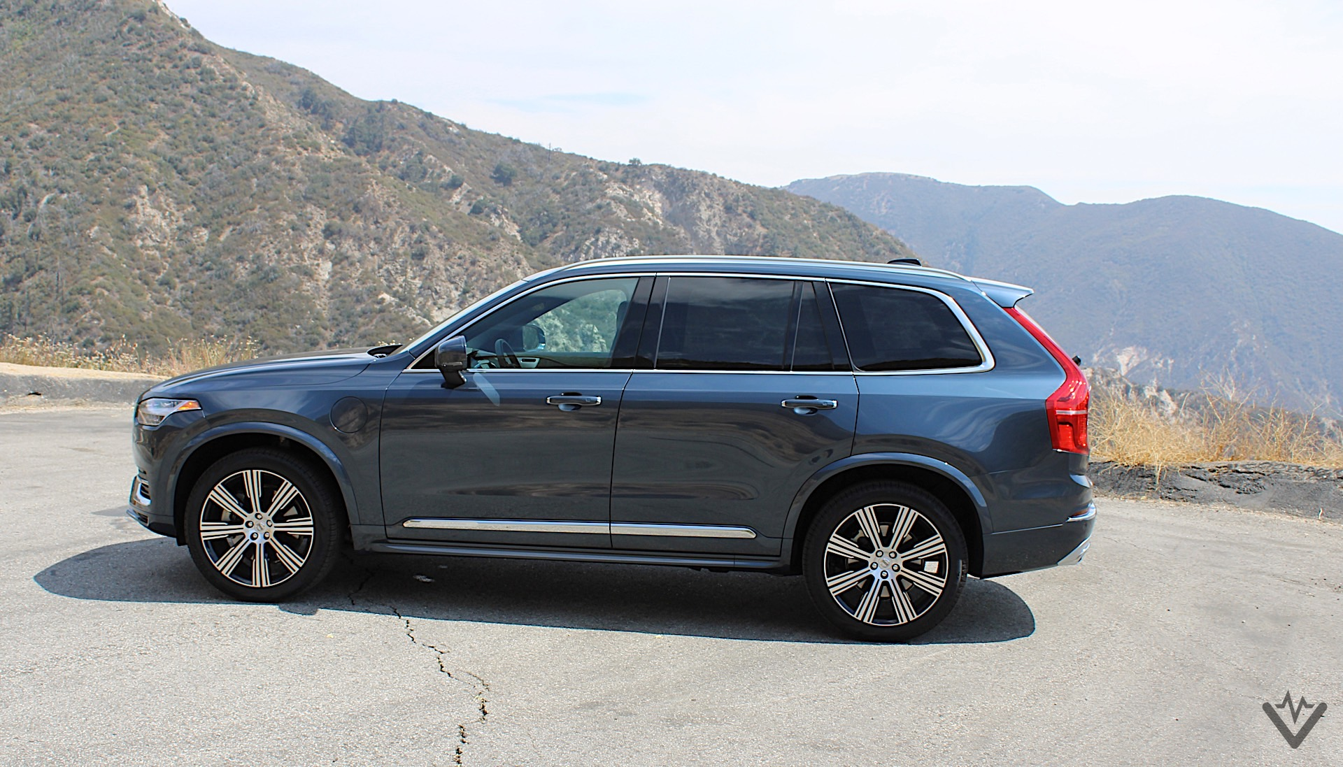 2021 Volvo XC90 T8 Recharge side 01 1