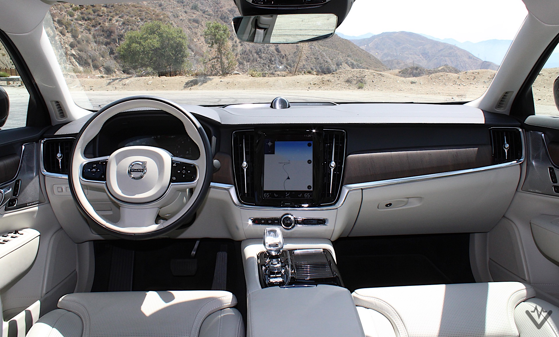 2021 Volvo S90 T8 Recharge dash 03 1